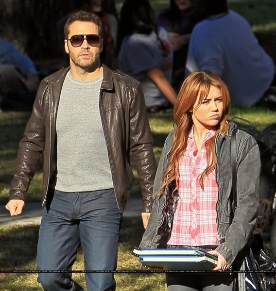 Jeremy piven dating miley